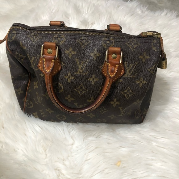 Louis Vuitton Handbags - Authentic Louis Vuitton speedy tote purse